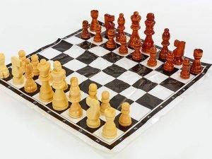 Шахматные фигуры деревянные с полотном для игр (3105) (дерево, h короля-9см)
