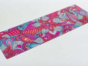 Коврик для йоги Замшевый каучуковый двухслойный 3мм Record (размер 1,83мx0,61мx3мм, малиновый-красный-голубой, с цветочным принтом)