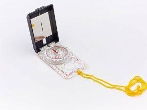 Компас жидкостный планшетный в закрытом корпусе с зеркалом (d-55мм, пластик, р-р 105х60мм)