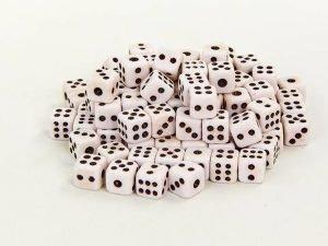 Кости игральные для игр (пластик, р-р 0,8×0,8см, цена за 1 шт, в уп.100 шт.)
