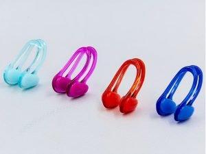 Зажим для носа в пластиковом футляре SPEEDO UNIVERSAL (поликарбонат, термопластичная резина, безразмерный, цвета в ассортименте)