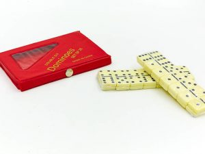 Домино настольная игра в чехле (кости-пластик, h-3,8см, р-р чехла 15×8,5×1,5см)