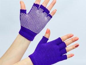 Перчатки для йоги и танцев без пальцев (полиэстер, хлопок, PVC, цвета в ассортименте) - Цвет Фиолетовый
