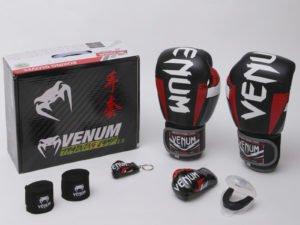 Боксерский набор 5в1 VNM Happy Box (перчатки 10-14oz кожаные, бинты 4м, капа 1шт, брелоки 2шт, упаковка коробка) - 10 унции