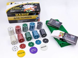 Покерный набор в картонной коробке-200 фишек (с номиналом,2 кол.карт,полотно)