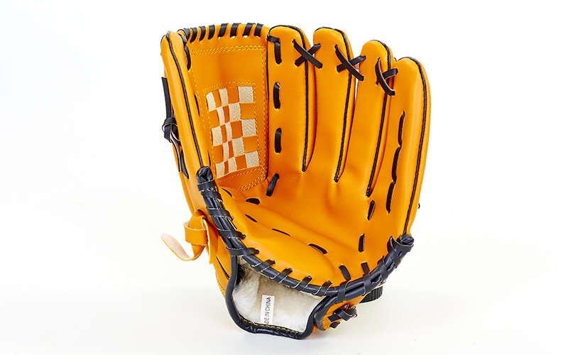 Перчатки и ловушки бейсбольные