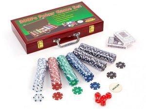 Набор для покера в деревянном кейсе на 300 фишек с номиналом (2 кол.карт,5куб)